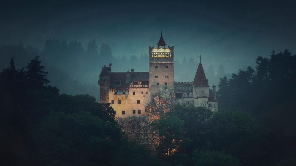 dracula-castle-today-161019-tease_05ee090693b068f679698b40e8bb271f.jpg